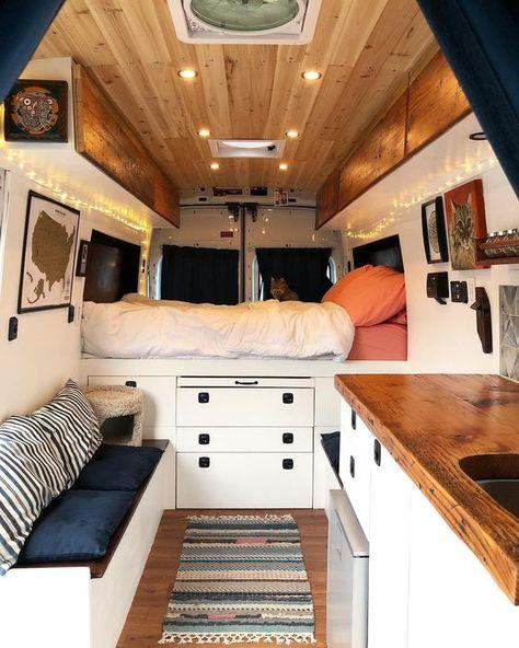 furgoneta camper con dos claraboyas